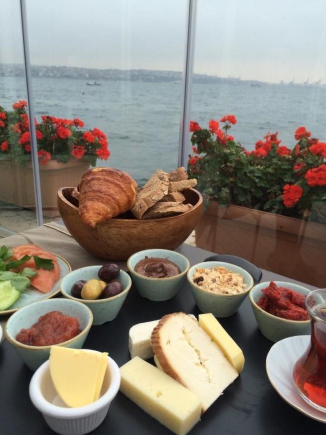İstanbul'da Boğaz'da Kahvaltı Yapabileceğiniz Yerler Sardunya Karaköy