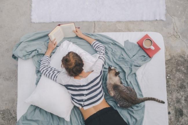 kahve kitap yatak