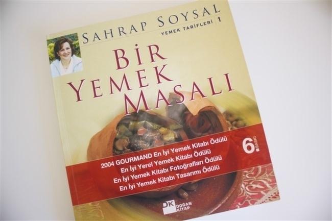 Sahrap-Soysal-Sahrap-Pera-Bir-Yemek-Masalı-Kitap