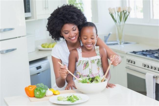 Anne-Çocuk-Mutfak-Salata