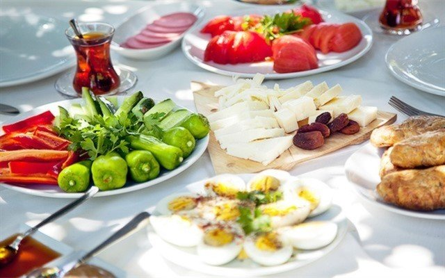 Mezze'de Ege'ye Has Serpme Köy Kahvaltısı