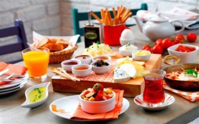 Eşsiz İstanbul Manzarasına Karşı Anneler Gününe Özel Brunch Keyfi