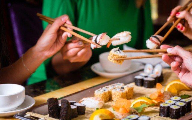 Suadiye Mirror Bistro'da 2 veya 3 Kişilik 28 Parça Enfes Sushi Menü