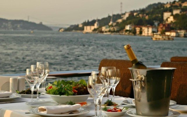 Beylerbeyi Doğa Balık Restaurant'ta Deniz Manzarası Eşliğinde Balık Menüsü