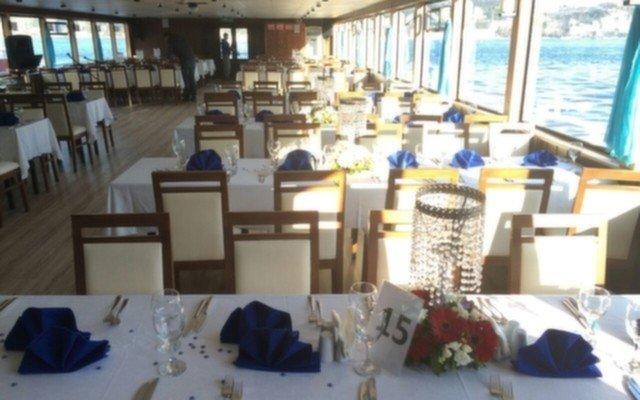 Bosphorus Tekne Turları Kalitesiyle Oryantal Eşliğinde Teknede Sevgililer Günü Eğlencesi ve Yemek Keyfi