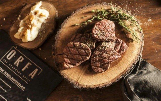 Koşuyolu Orfa The Standart Grill'de Şarap Eşliğinde Zengin Yemek Menüsü