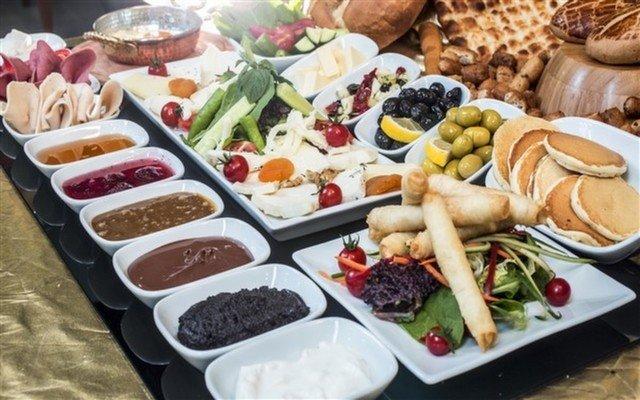 N'FUA Cafe'de Sınırsız Çay Eşliğinde 2 Kişilik Zengin Serpme Kahvaltı
