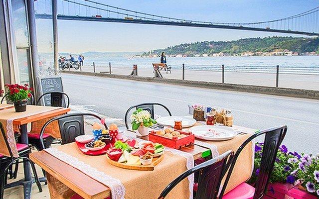Rumeli Hisarı Mel's Cafe & Bistro'da Boğaz Manzarasına Nazır Kahvaltı