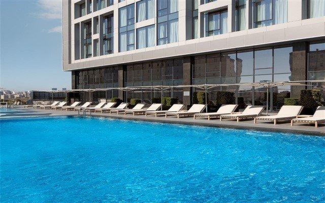Ataşehir Radisson Blu Hotel İstanbul Asia'dan Sıcak Havadan Bunalanlar İçin Hafta İçi veya Hafta Sonu Seçenekli Havuz Kullanımı
